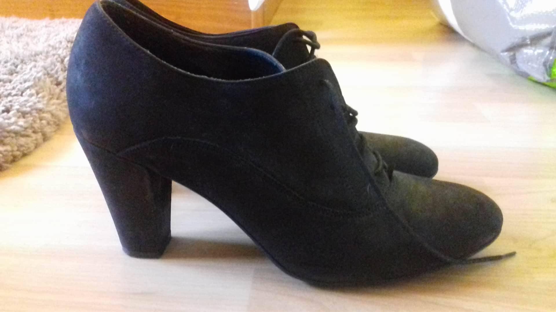 vide dressing chaussures talons voir tous les vide dressing sur chaussures talons. Black Bedroom Furniture Sets. Home Design Ideas